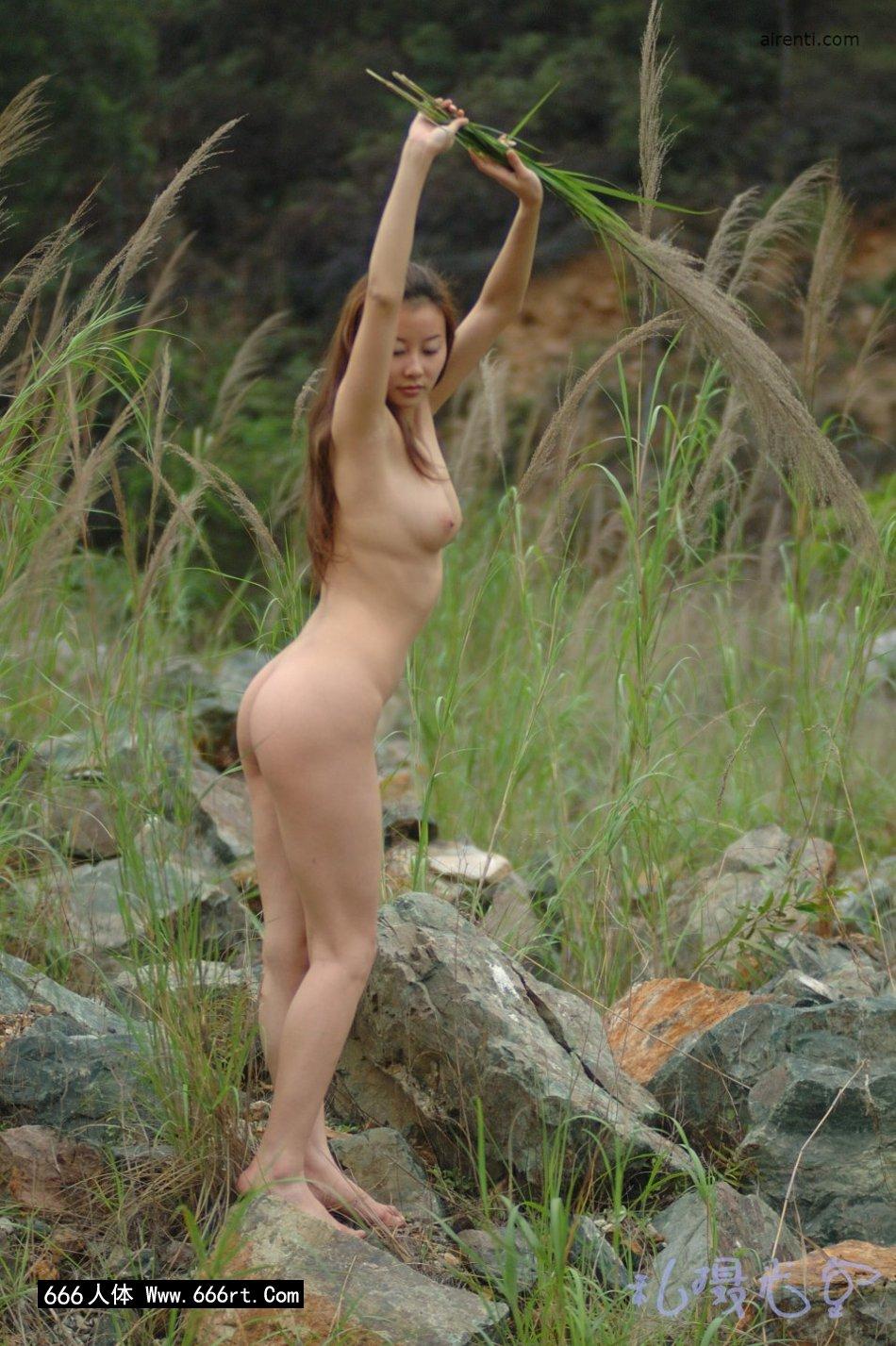 皮肤白身材好的王丹芦苇丛中外拍_西西正版中国裸体艺术美女