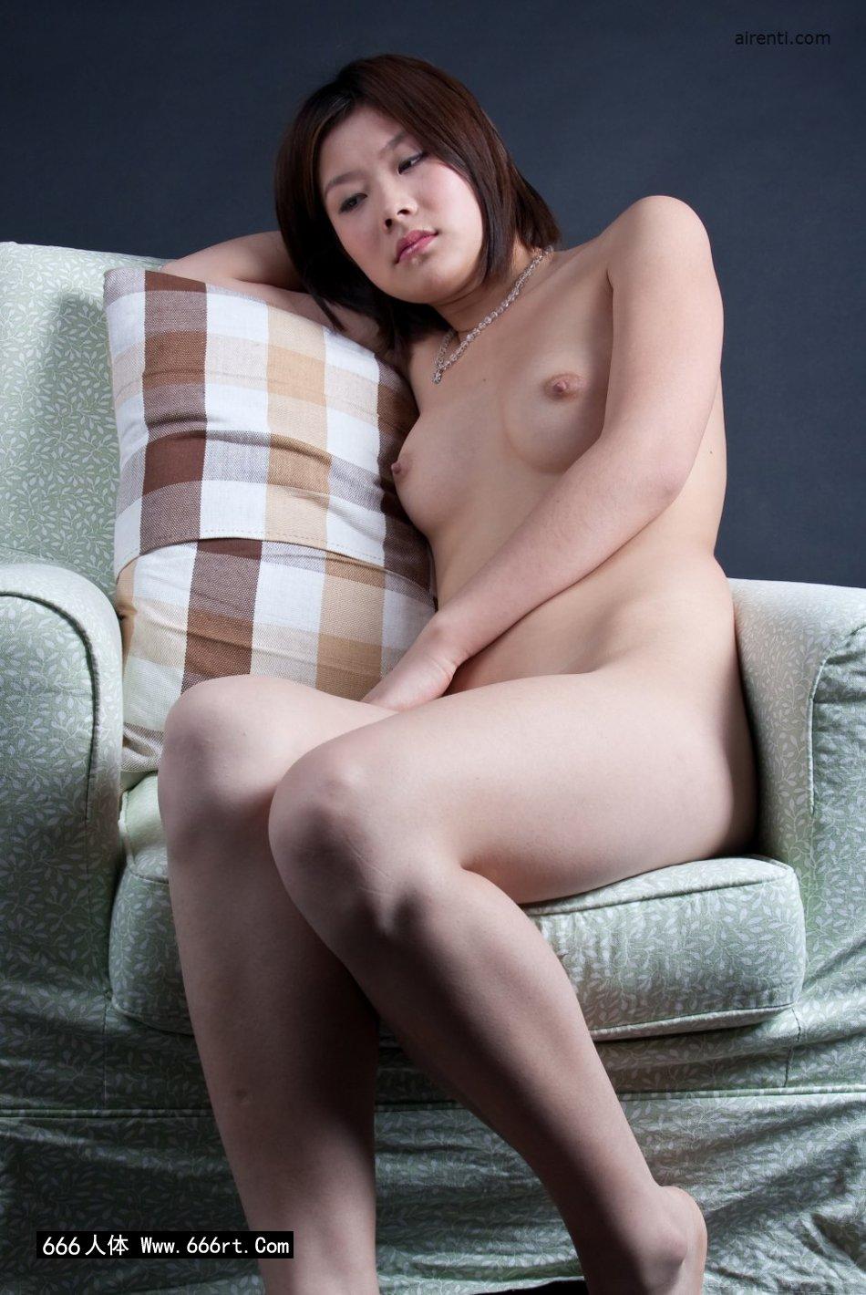 邻家姑娘宋蕊布艺沙发上室拍人体
