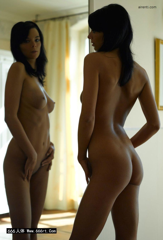 镜子前自拍的墨西哥超模Julia