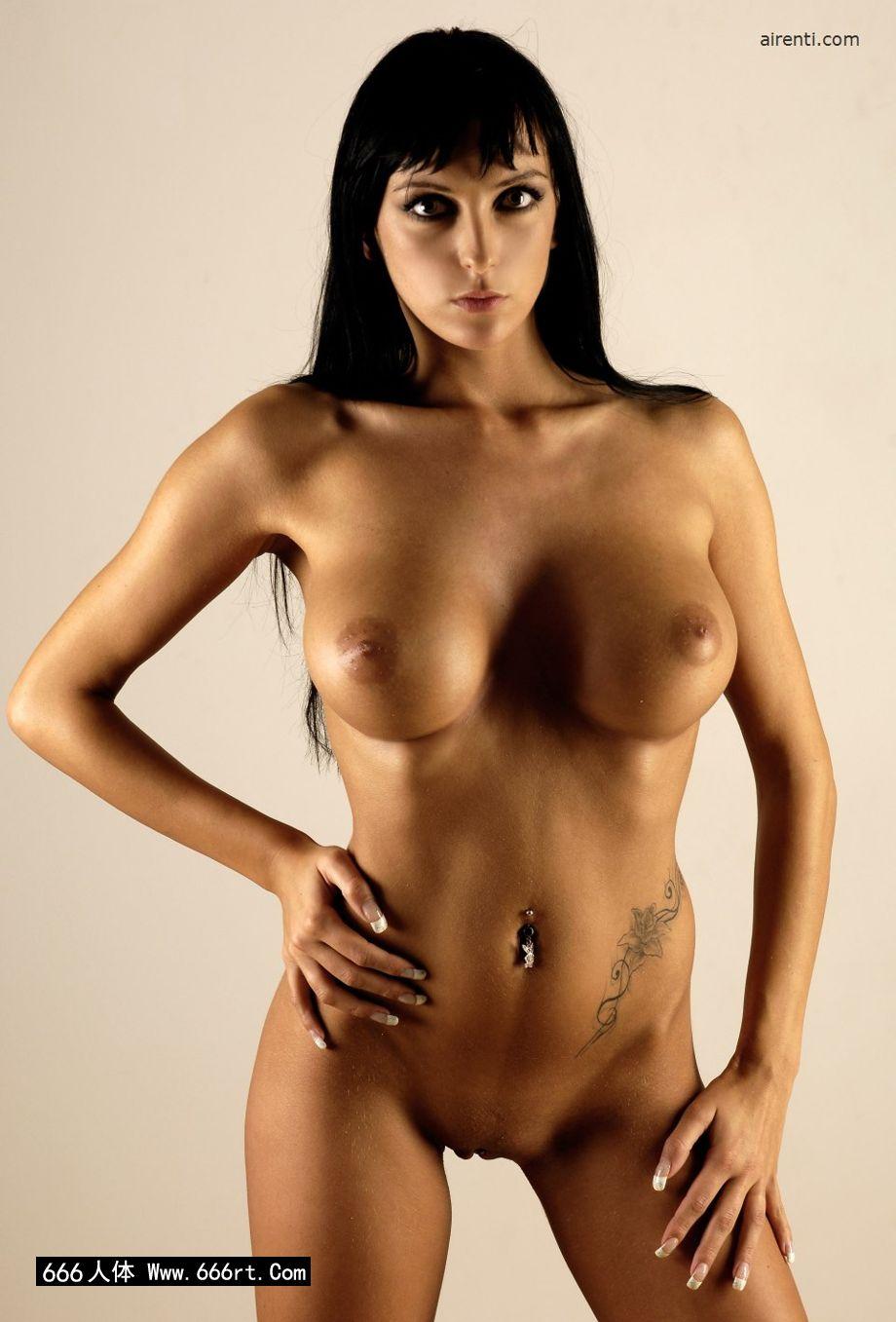 棚拍丰润大尺度的人体超模Elvira