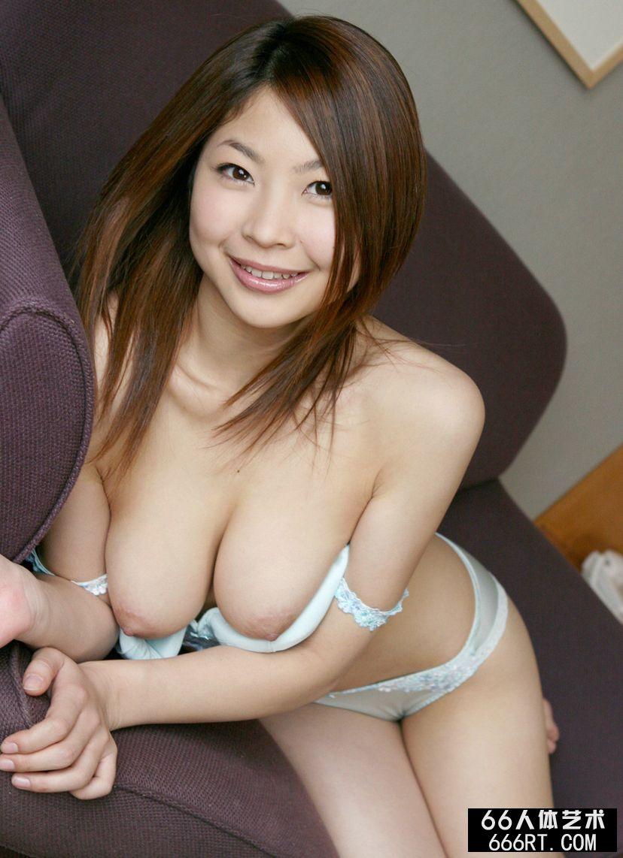 丰腴的圆脸嫩模的香坂杏奈