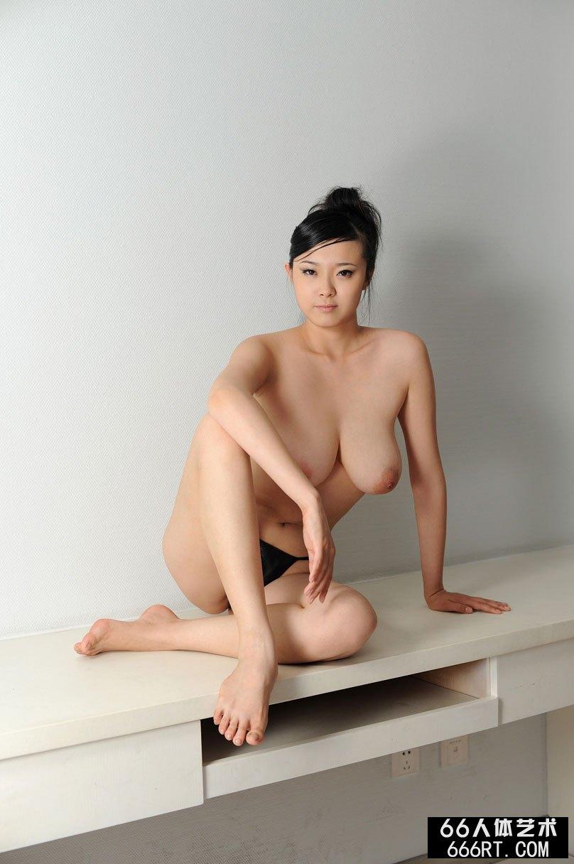 巨乳裸模冰漪棚拍情趣内裤人体