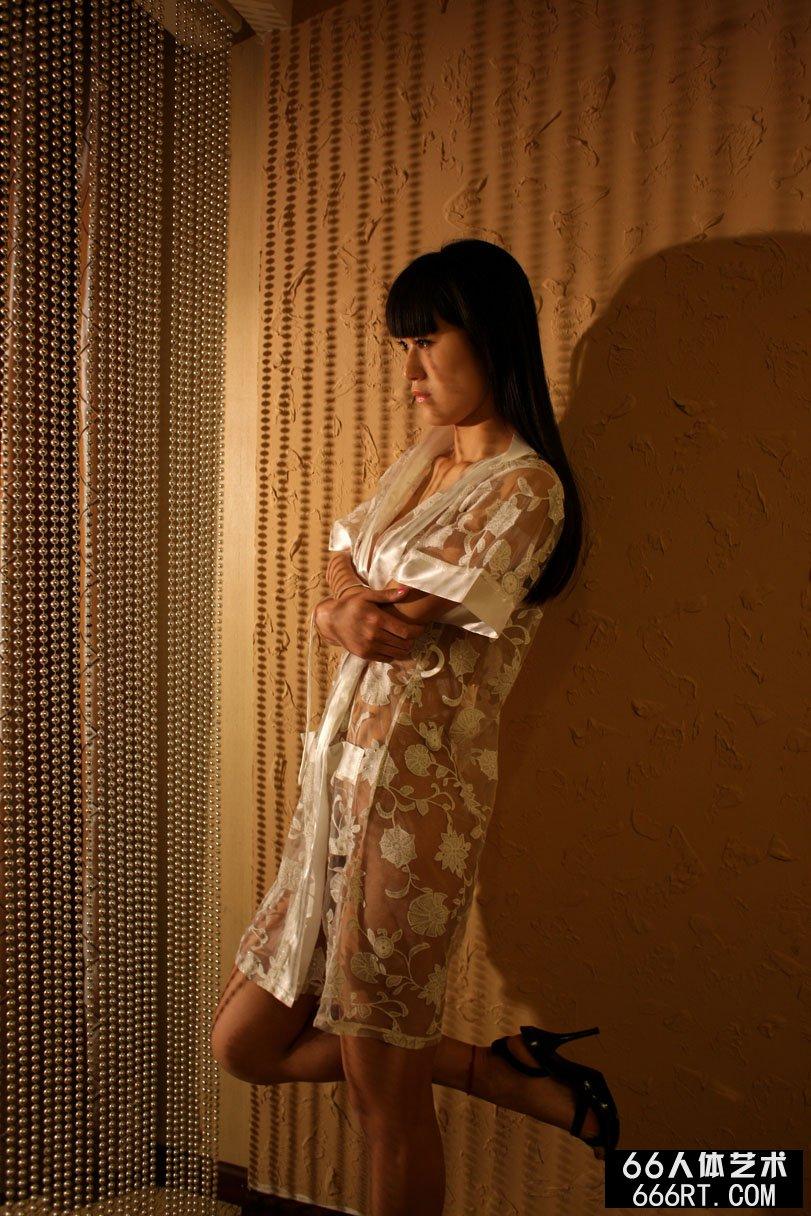 名模唤莎09年4月19日室拍人体_西西人体WWW4rt