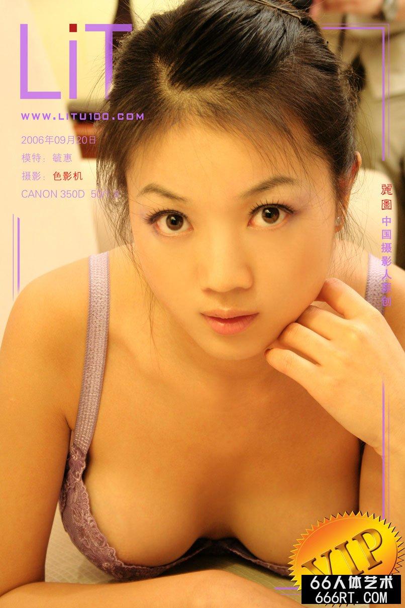 名模毓蕙06年9月20日室拍肉丝泳装
