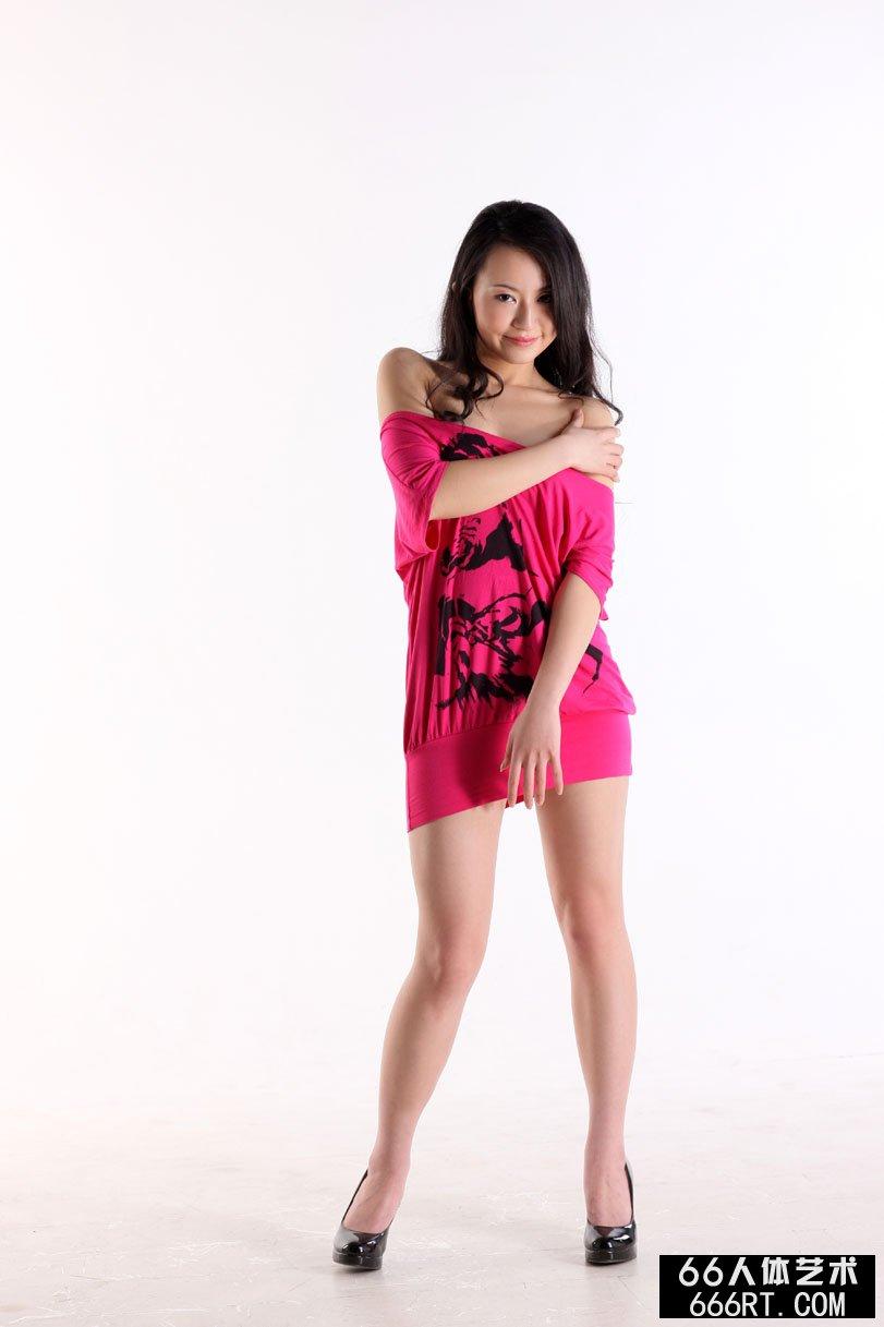 国产模特杨芳09年3月13日室拍