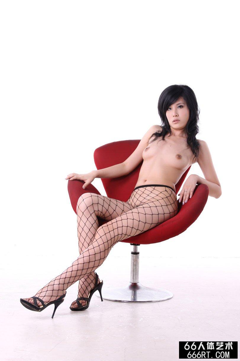 裸模晓荷09年7月5日棚拍诱惑丝袜人体_西西人体一小说