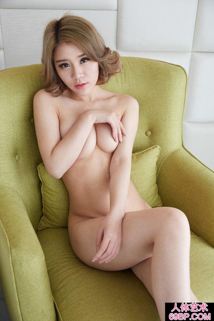 洋气的华裔名模Lisa私家人体写照