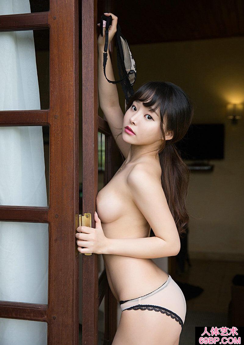 清纯可爱大胸妹柳侑绮西西泳装人体