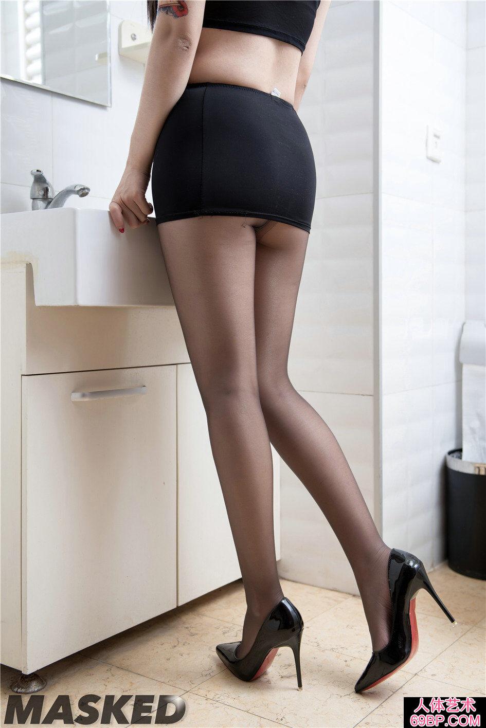 跟鞋美模的妩媚高黑丝人体图片图