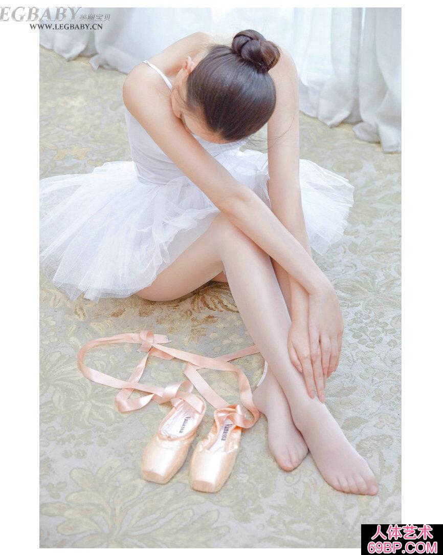 芭蕾舞靓妹潇潇室拍黑丝芭蕾人体写照