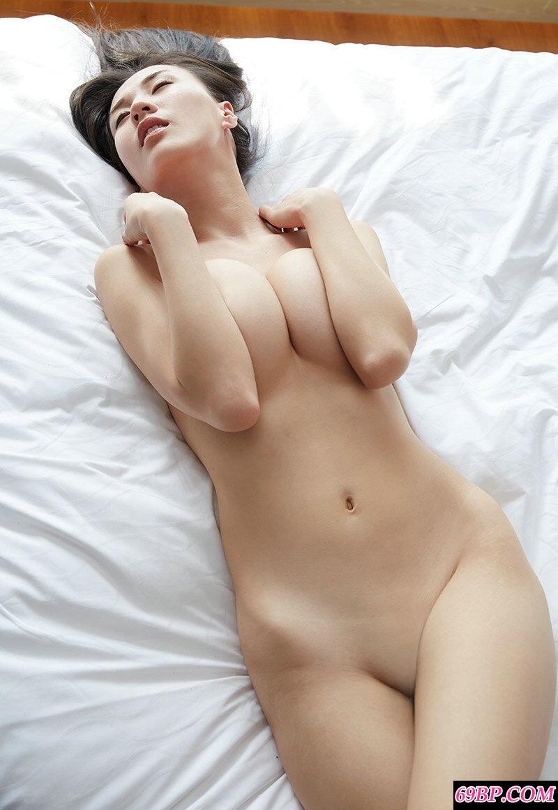长腿气质女神伊素妍酒店拍摄人体摄影