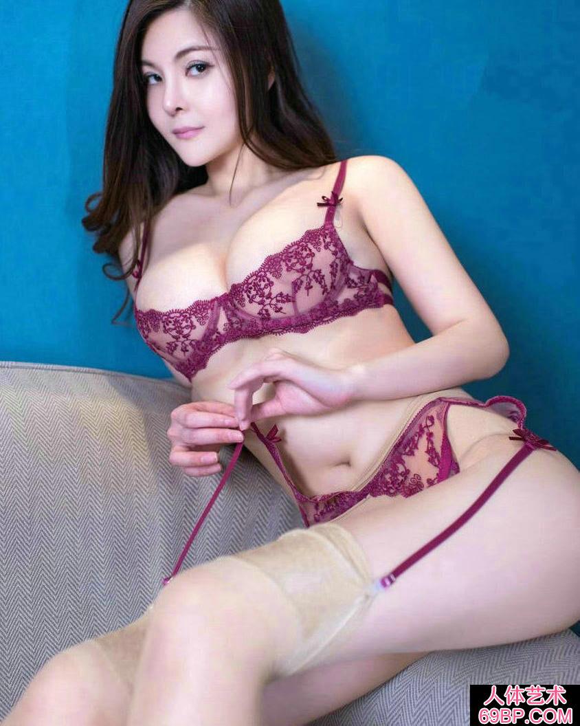 妖娆丰腴的美妇童安琪超薄肉丝人体图片