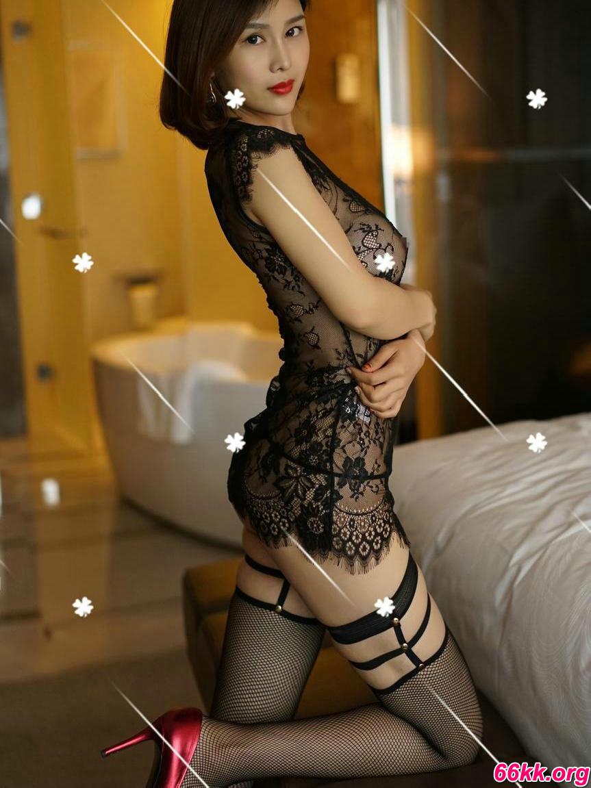 穿透明蕾丝的嫩模盼盼粉鲍精品图