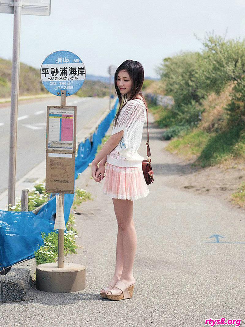 长头发美人�L�Y香海滩外拍唯美写真