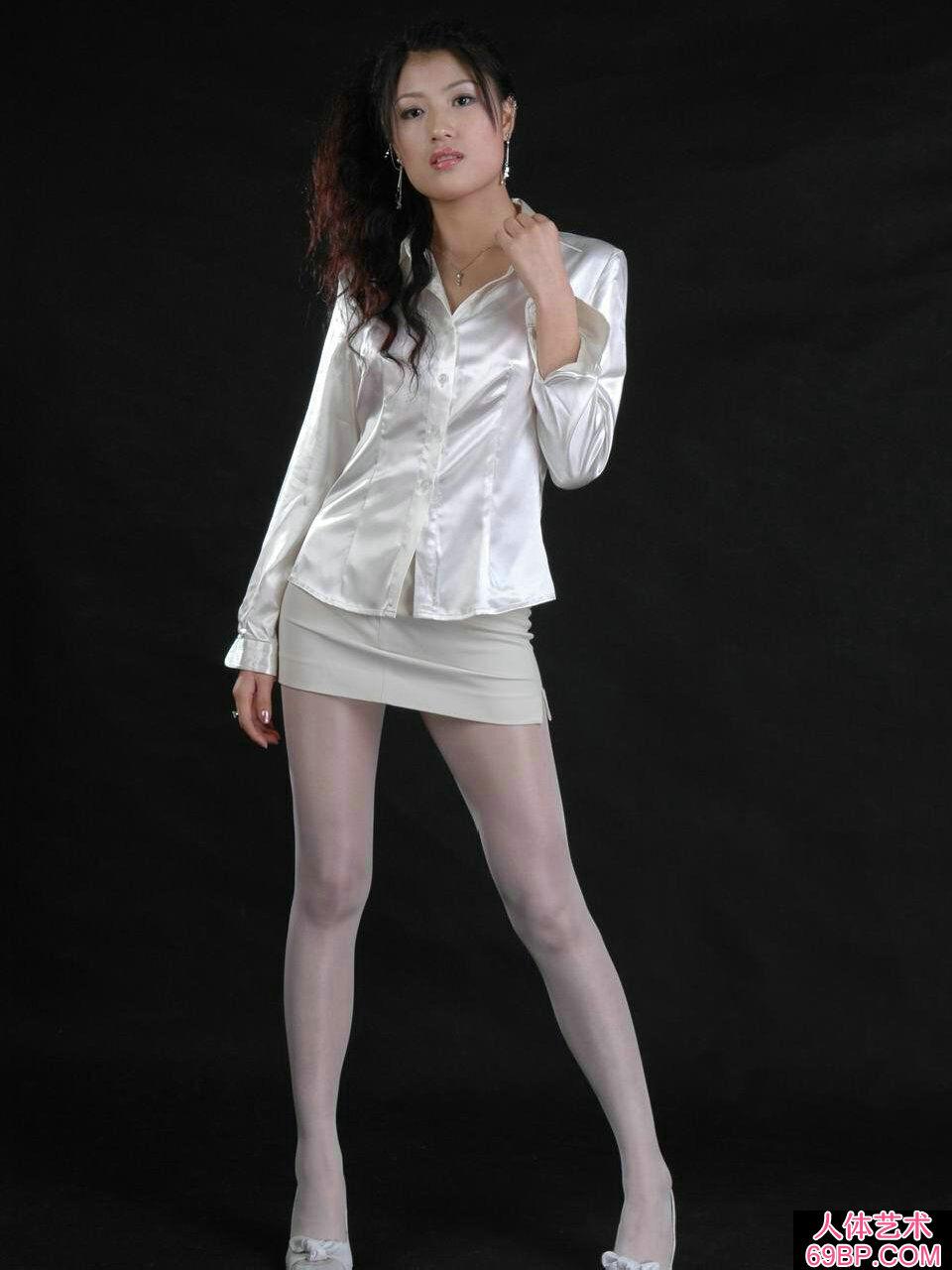 国模梅婷穿超薄黑丝人体图片