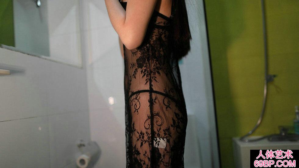 Rosi第2279期黑色蕾丝薄纱裙妹子摄影