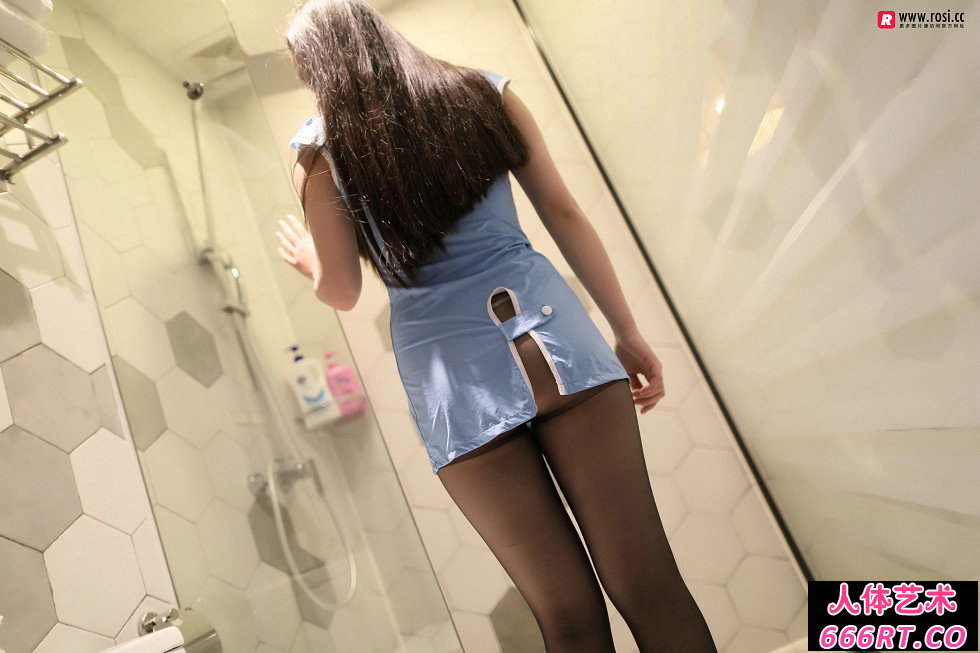 Rosi第2305期_制服靓妹居家超薄黑丝配性感内衣写照