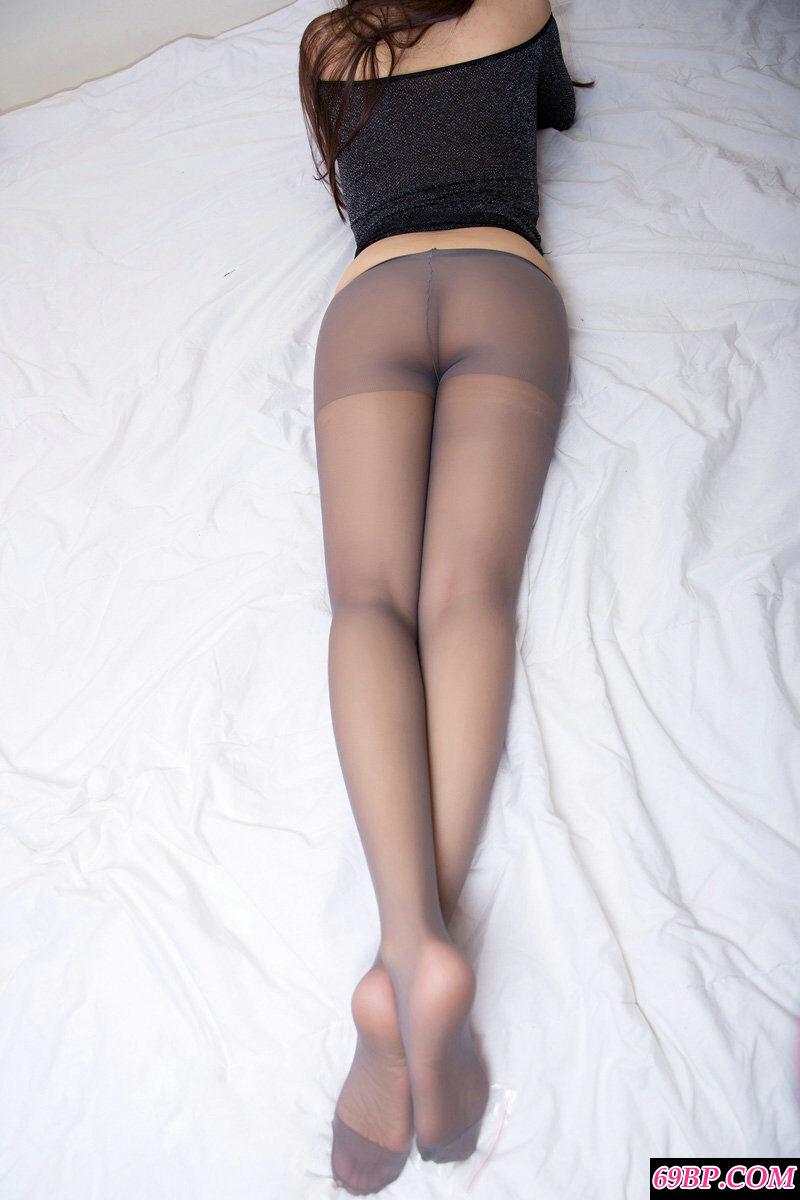 艳丽熟妇大尺度黑丝无内人体摄影