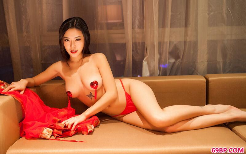 大靓女luvian火红且热辣内裤秀