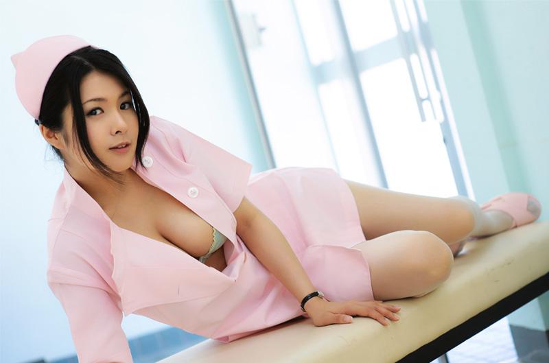 东洋薄丝美人小护士诱惑自拍